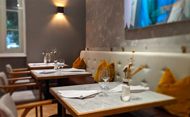 Michelin star restaurant fixed seating  in Da Terra by Rafael Cagali